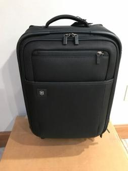 """Victorinox Avolve 2.0 20"""" Expandable Spinner Suitcase Carr"""