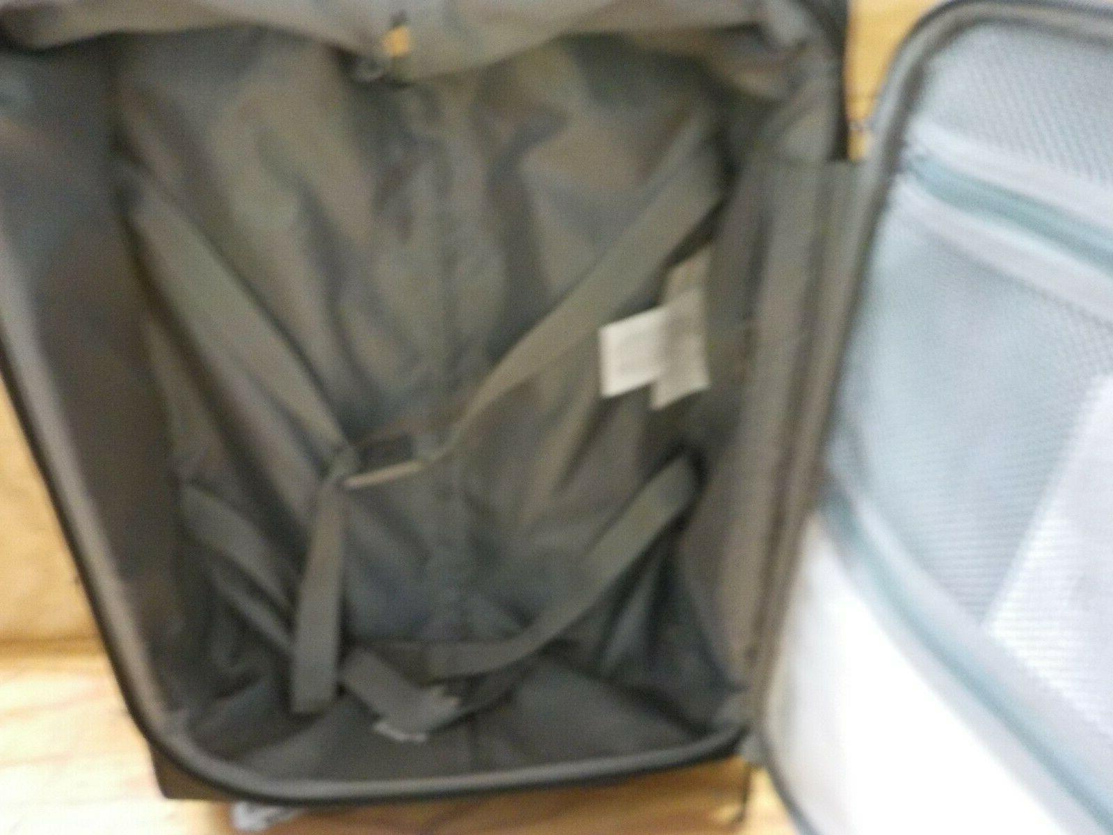 AmazonBasics Upright Expandable Softside Suitcase